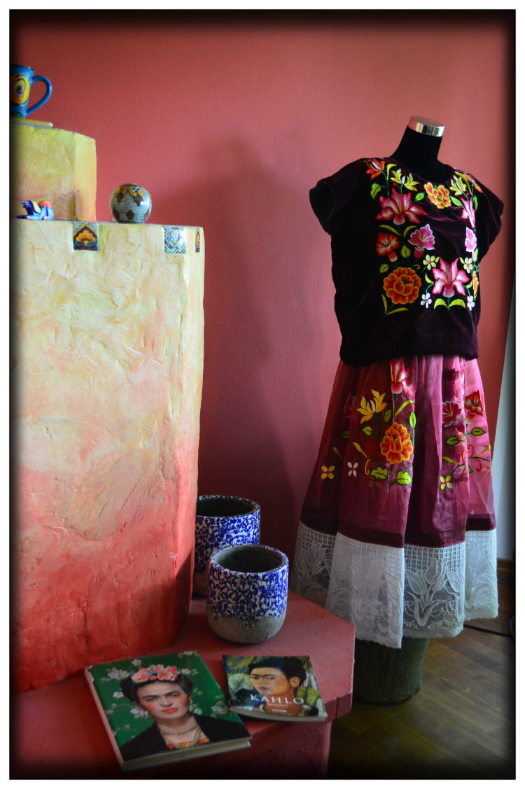 Frida Kahlo Style- Living- Home in Germany- Mariposa Fashion Blog