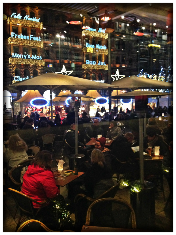 streets-hamburg-germany-christmas-markt-travel-mariposa-fashion-blog